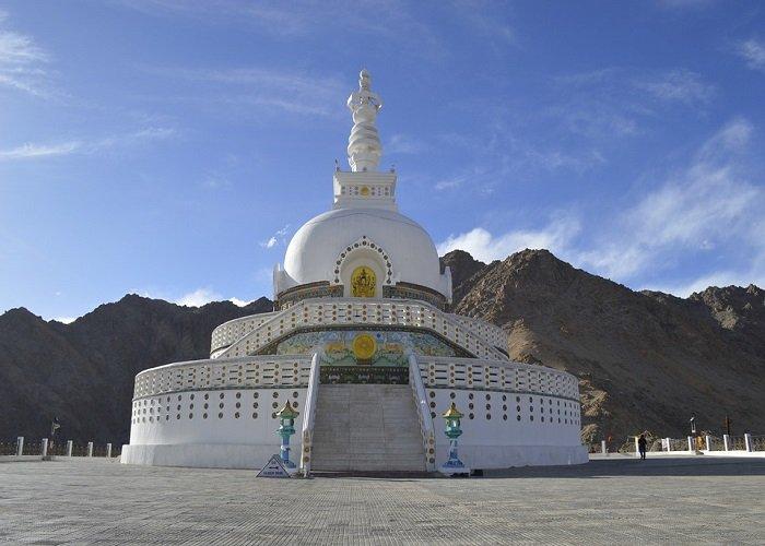 shanti-stupa-jitinnarang-picsabay