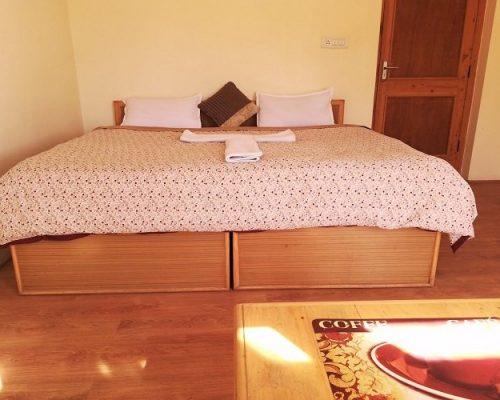 kunga-hotel-double-bedroom